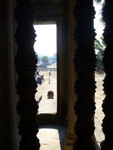 アンコールワット 第一回廊より外を眺める